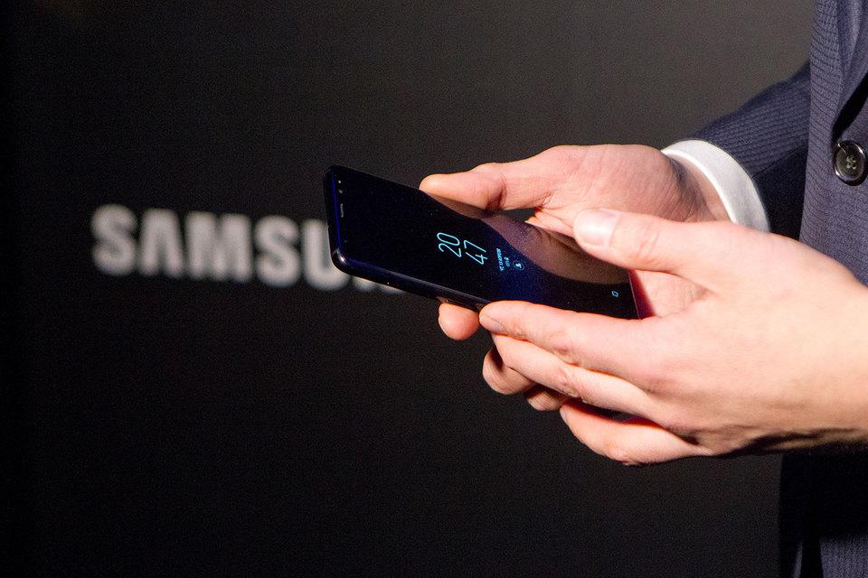 Самсунг вновь обошла Apple попродажам телефонов