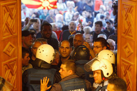 Парламент Македонии пережил штурм