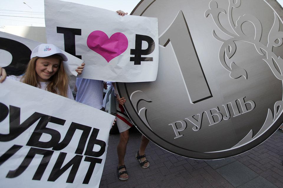 Руб. неоднозначно отреагировал нарешение Банка РФ по основной ставке