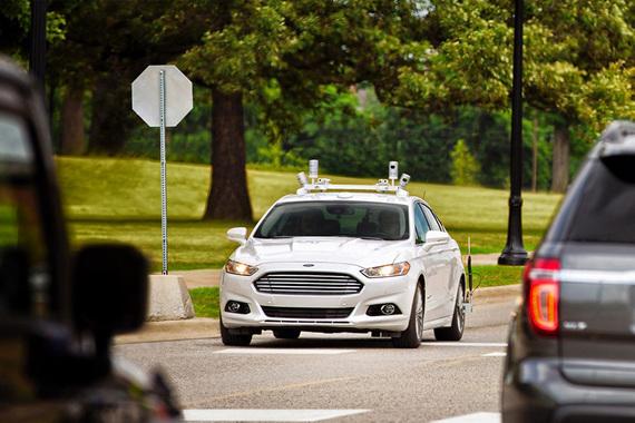 Традиционные автопроизводители стараются не отставать. Ford Motor в феврале инвестировал $1 млрд в компанию Argo, занимающуюся разработками в области искусственного интеллекта. Ford  планирует иметь готовый к эксплуатации беспилотный автомобиль к 2021 г.