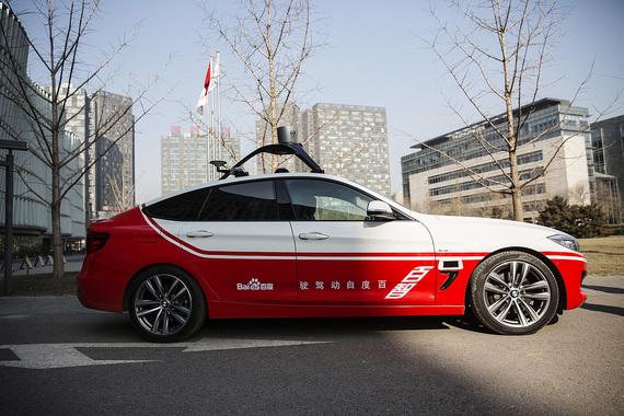 Другая технологическая компания, китайская интернет-группа Baidu, планирует в июле начать тестирование машин-роботов на ограниченной территории, а полностью развернуть сервис самоуправляемых автомобилей в 2020 г.