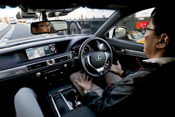 Такую же сумму Toyota Motor выделила своему исследовательскому подразделению, поставив задачу разработать систему искусственного интеллекта для самоуправляемых автомобилей