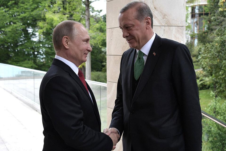 Президент России Владимир Путин объявил о снятии всех ограничений в экономических отношениях с Турцией