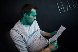 Нападения на Алексея Навального добавляют ему известности