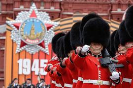 Как проходили парады Победы в разные годы