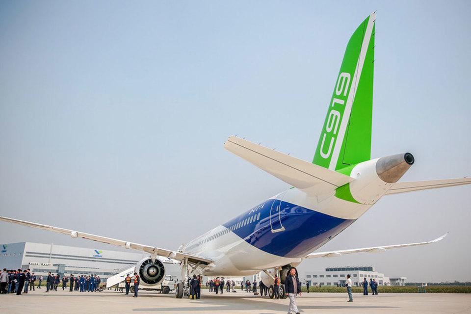 По словам экспертов, используемые в C919 технологии устарели на 10-20 лет, но самолеты уже согласились купить три крупные китайские госкомпании