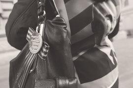 Общественное движение «Волонтеры Победы» предлагает запретить ношение ленточки где-либо помимо лацкана пиджака
