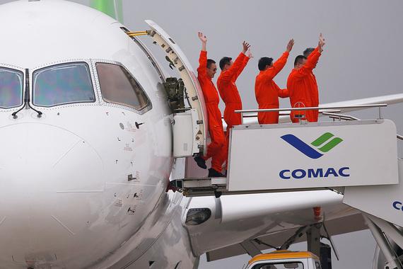 По оценкам экспертов, по основным эксплуатационным характеристикам C919 будет в одном ряду с Boeing 737 и A320, но производитель обещает сделать его более экономичным. Такую же цель преследуют создатели российского МС-21, летные испытания которого должны начаться через несколько недель