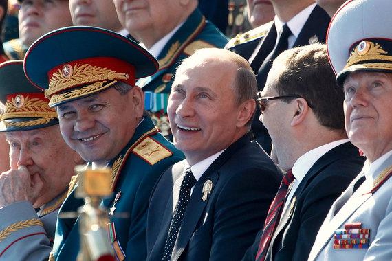Картинки по запросу Путин и Медведев сидят на параде победы