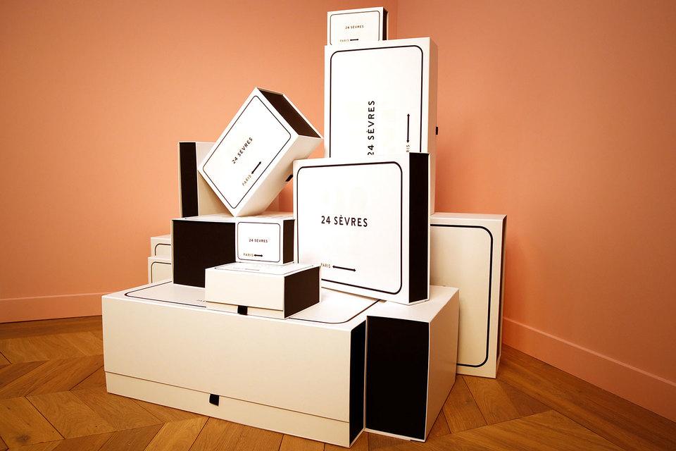На сайте 24sevres будут продаваться одежда, обувь, аксессуары и косметика