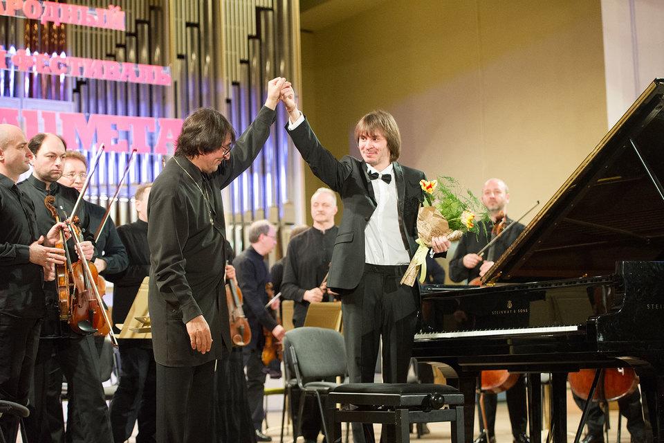 Юрий Башмет (слева) представил ярославской публике молодого виртуоза Филиппа Копачевского