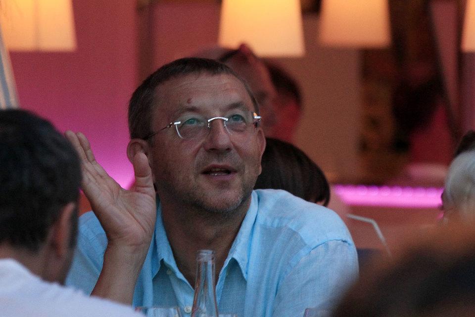 Бывший гендиректор Национальной резервной корпорации Анатолий Данилицкий может снова стать ее совладельцем: его супруга оспаривает в суде сделку по продаже доли в НРК