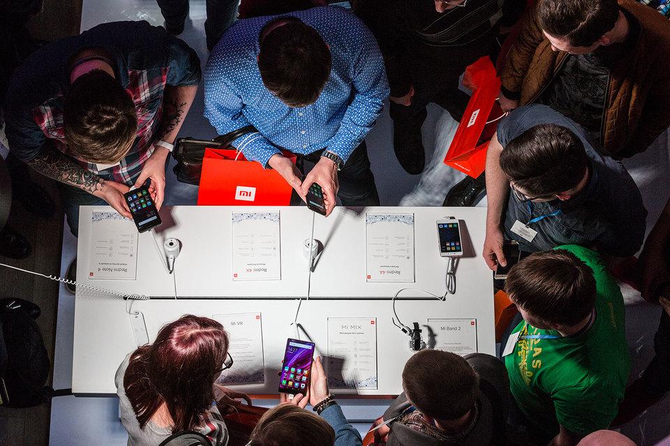 В целом по России в марте 2017 г. доля Xiaomi в продажах смартфонов составила 2,8%, следует из отчета. При том что в российской рознице ее смартфоны появились только в июне 2016 г.