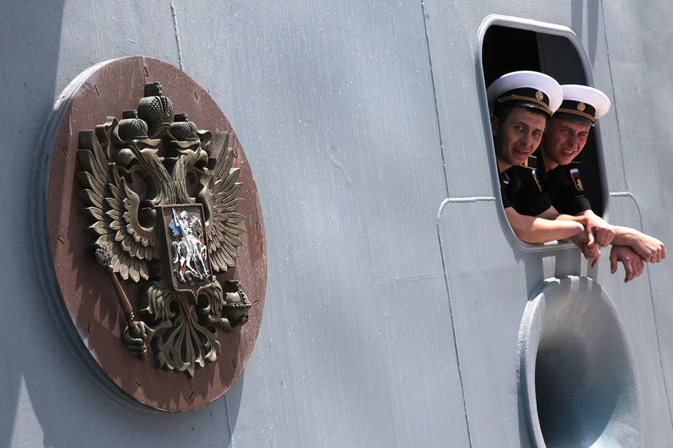 После американского удара по сирийскому аэродрому Россия усилила военное присутствие в Средиземном море