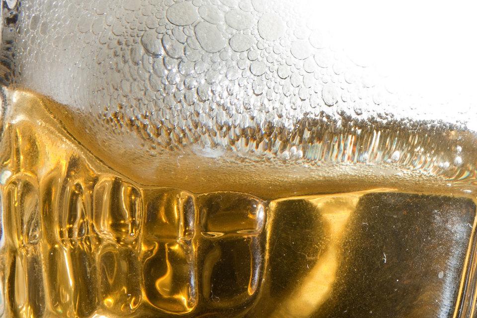 Крупнейший в России производитель пива – «Балтика» пытается в китайском суде аннулировать регистрацию товарного знака местного пива