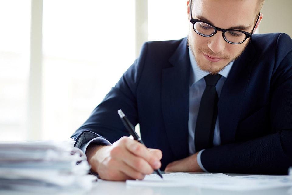 Для молодых начальников, по мнению экспертов, одной из главных трудностей является признать, что они чего-то не знают, и попросить совета у более старших коллег