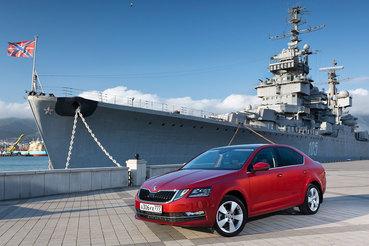 После рестайлинга Octavia сохранила отличную управляемость, адекватную связь с дорогой, четкие переключения коробки передач и внятные тормоза