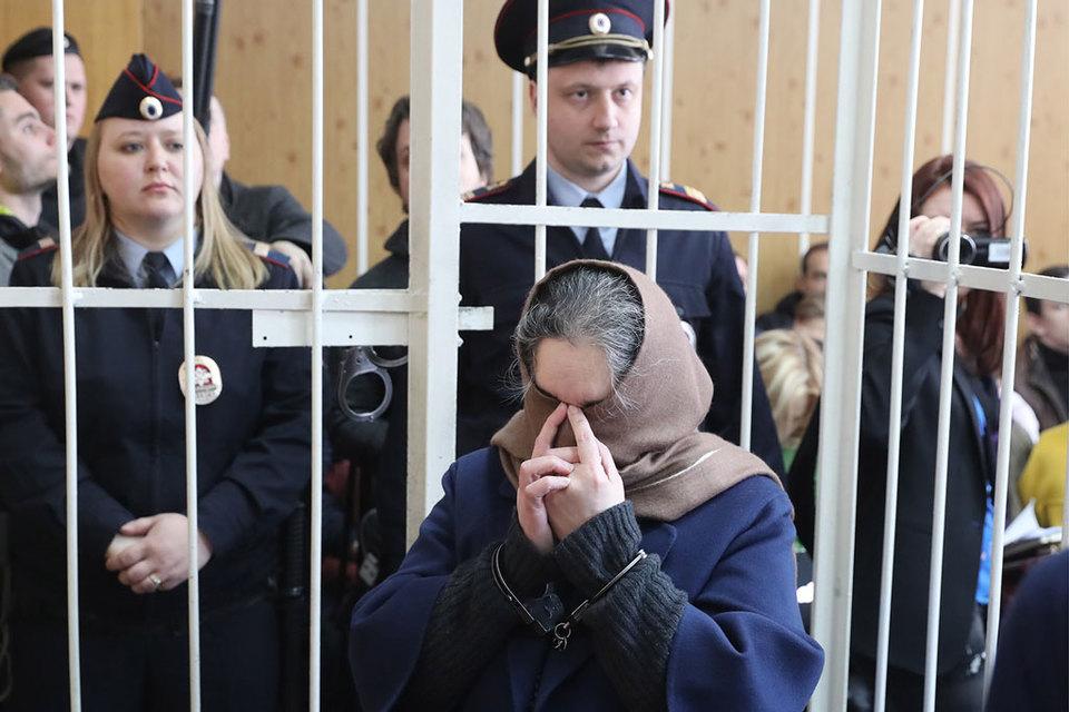 Подсудимым и неустановленным лицам вменяется совершение двух эпизодов мошенничества на сумму около 12 млрд руб.