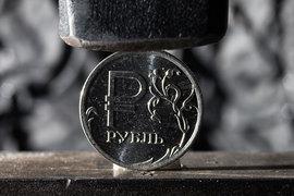 Российскому рублю надо вернуть его естественную крепость, уверены аналитики ЦБ
