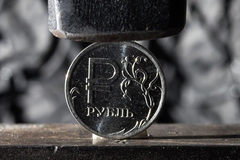 ВЦБ рассказали орисках занижения курса рубля