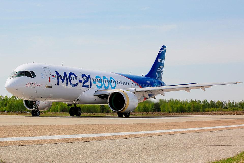 Новейший российский пассажирский авиалайнер МС-21-300