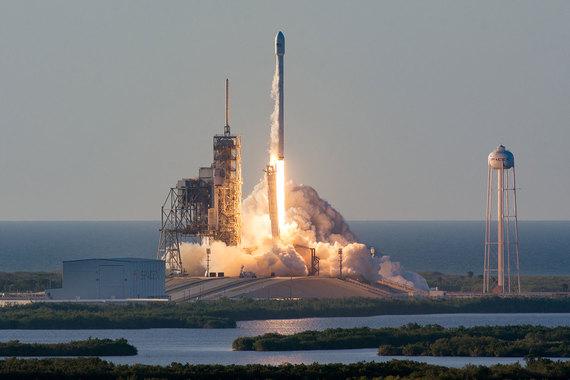 normal wuw SpaceX запустила спутник для обеспечения WiFi на борту самолетов