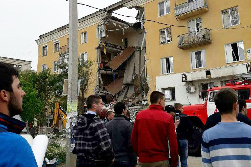 В результате взрыва третий подъезд дома полностью разрушен