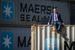 Для использования на суше продаются или сдаются в аренду около 1 млн контейнеров в год. Одна из крупнейших судоходных компаний мира, датская Maersk Line, в 2016 г. продала 70 000 контейнеров (вдвое больше, чем годом ранее), выручив по $1000-1300 за штуку