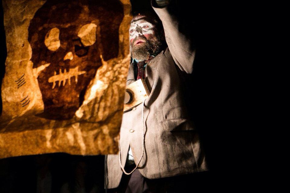 Театр АХЕ открыл в Санкт-Петербурге сцену под названием «Порох» и показал спектакль про нефть