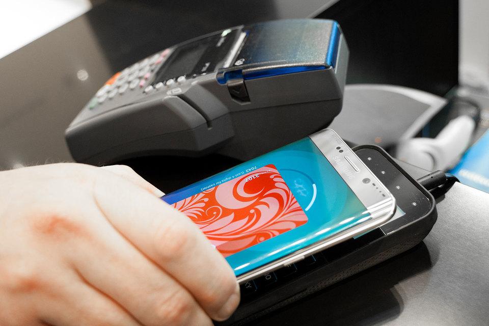 Доля смартфонов с NFC в продажах России почти не растет. Помочь технологии стать массовой могут мобильные платежные системы