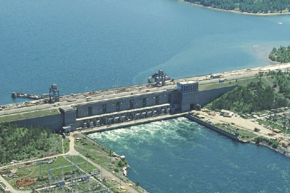 Миноритарии «Иркутскэнерго» уже почти год ждут оферты от Тельмамской ГЭС, в июне 2016 г. купившей у «Интер РАО» за 70 млрд руб. 40,285% акций «Иркутскэнерго»
