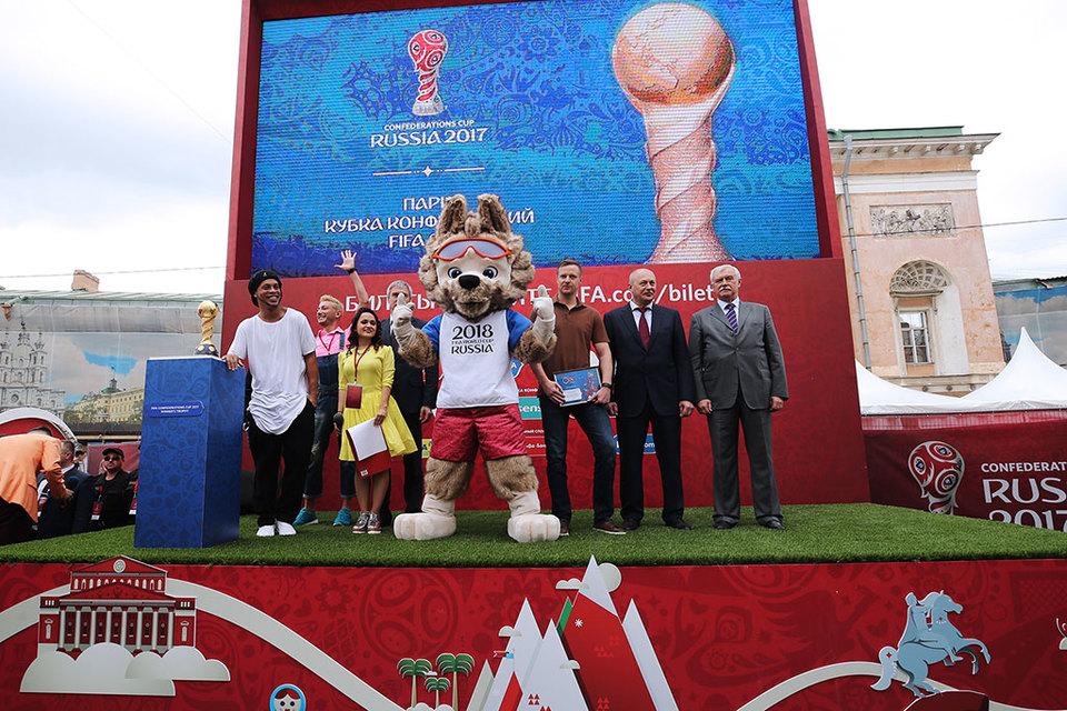 В церемонии открытия приняли участие Вячеслав Малафеев и Роналдиньо