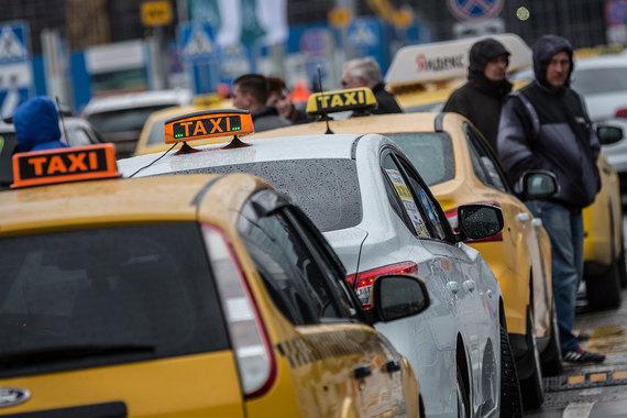 Прокуратуру и ФАС призвали изучить московское регулирование такси