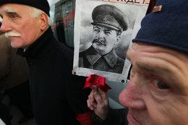 Выросло поколение, которое находится исторически далеко от этих событий и не получало достаточно знаний об этом предмете, говорит историк, член «Мемориала» Никита Петров