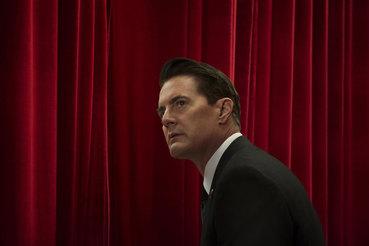 Спустя четверть века агенту Куперу (Кайл Маклахлен) позволили покинуть Черный вигвам