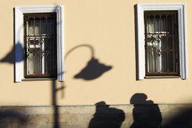 Изъятое у должника жилье должно быть продано, оставшуюся после уплаты долга и других необходимых платежей сумму предполагается отдать должнику