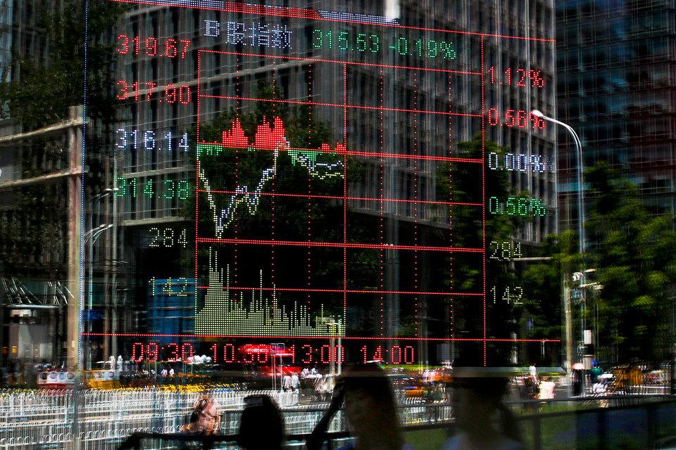Экономисты видят в снижении рейтинга сигналы, что Китай может столкнуться с теми же проблемами, что и Япония