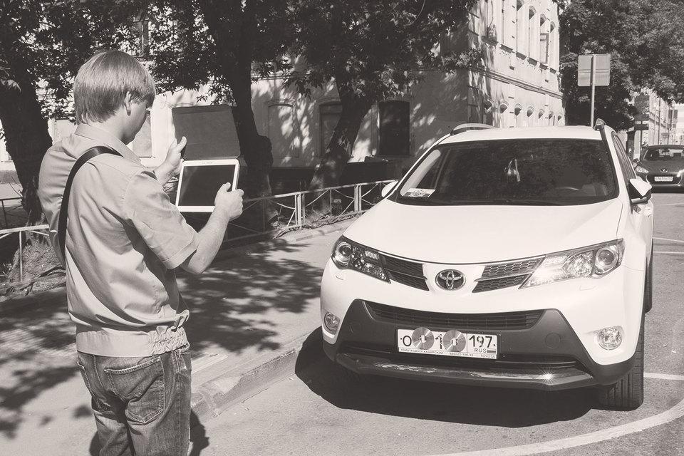 Нарушения правил парковки могут фиксировать не только дорожные полицейские, но и обычные граждане, вооруженные смартфоном со специальным приложением