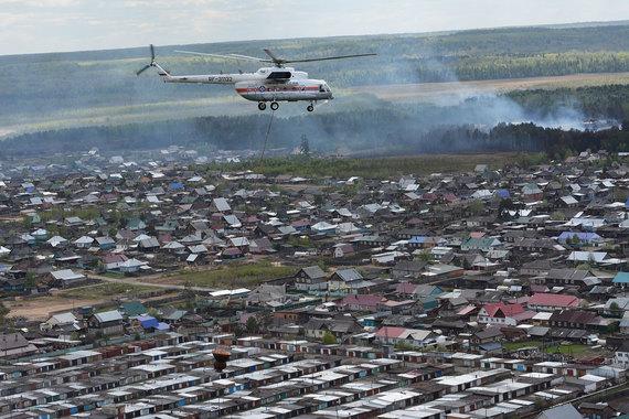 В тушении пожаров задействованы вертолеты МЧС