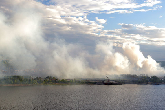 По предварительным данным, в Красноярской крае в большинстве случаев пожары возникли по вине местных жителей, поджигающих сухостой
