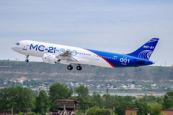 МС-21 — это первый российский ближнесреднемагистральный самолет,  потенциальный  конкурент самых распространенных на мировом и российском  рынке моделей –  Boeing 737 и Airbus 320/321