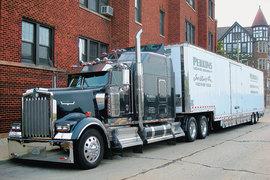 Американские дальнобойщики не скупятся на отделку своих автопоездов. На фото: кастомизированный KenworthW900