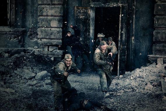 «Сталинград» – единственная картина российского производства в топ-10. Военная драма Федора Бондарчука, вышедшая в прокат в 2013 г., стала самой кассовой картиной года, обогнав в российском прокате все голливудские блокбастеры. Сборы - 1,7 млрд руб.