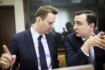 Адвокаты Навального потребовали вызвать Медведева и Шувалова в суд в качестве свидетелей