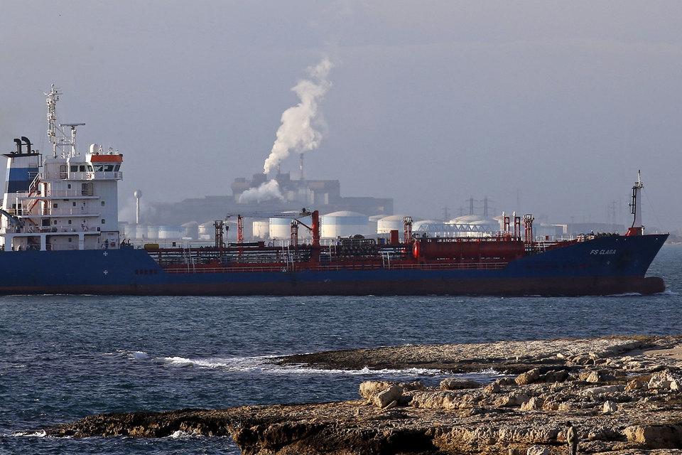 Затраты судоходных компаний на топливо вырастут более чем на 50% до $174 млрд в 2020 г., оценивает Wood Mackenzie