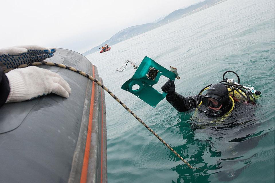 Поисково-спасательные работы у побережья Черного моря, где потерпел крушение самолет Ту-154