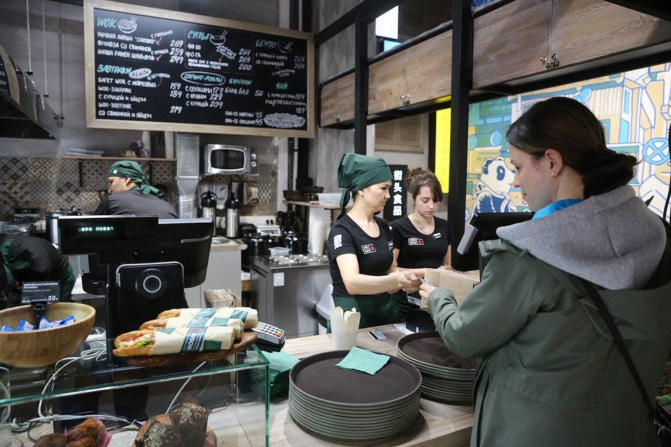 Первое кафе быстрого питания паназиатской кухни Hoshi Аркадий Новиков открыл в Большом Саввинском переулке