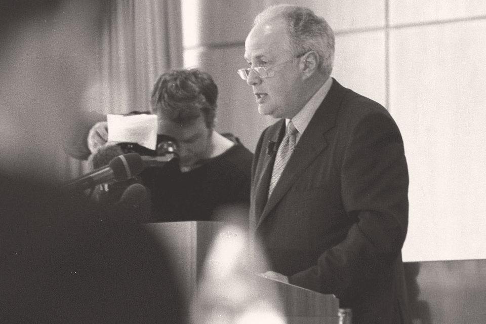 Руководство швейцарской компании Roche на пресс-конференции в мае 1999 г. после объявления о выплате штрафа властям США заорганизацию витаминного картеля