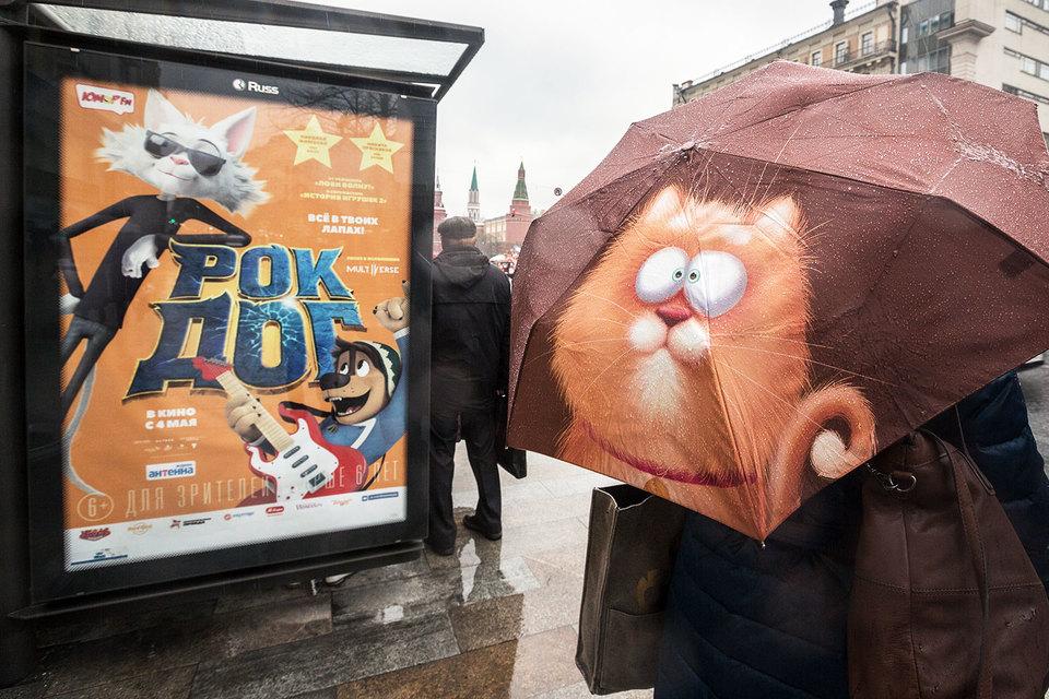 Мединский неоднократно критиковал кинотеатры за то, что они отдают слишком много сеансов большим голливудским картинам