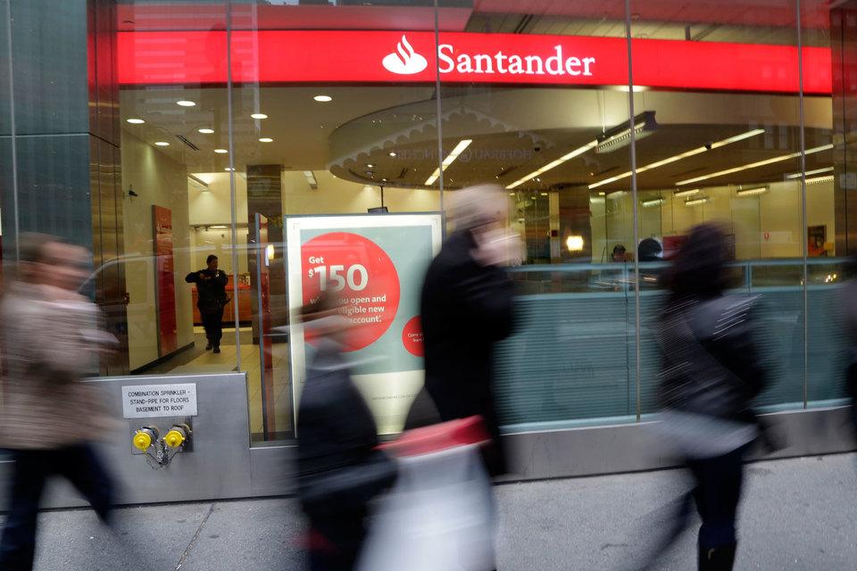 Santander согласился купить мадридский Banco Popular за символическую сумму – 1 евро